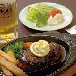 地元産の食材を使った、季節折々の料理をお楽しみください。