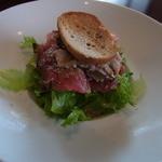 マショネ - 料理写真:1600円のランチの前菜。まぐろ、はまち、たこ、いそがいを使った魚介サラダです