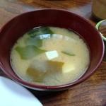 津多屋 - 味噌汁70円