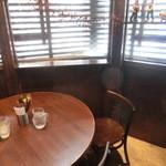 酒匠 旧山手通十之十 Bougnat - テーブル席もございます