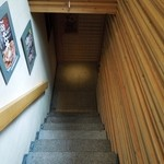 豚料理専門店 銀呈 - 店内への階段