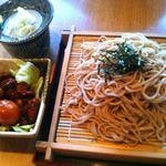 橋本屋 - ざるそば800円、甲府鳥もつ煮520円