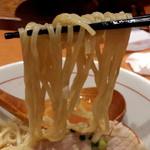 麺と心 7 - 牛骨魚介そば(淡口) 麺