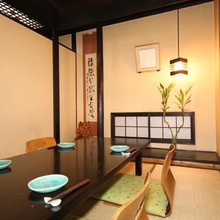 個室でゆっくり、お食事を楽しめます。