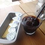 19781995 - 「ランチドリンク(アイスコーヒー)」(100円)