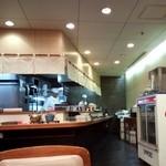 お好み食堂 蘭 - 店の奥の厨房。
