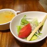 19784598 - サラダとオニオンスープ