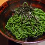 茶寮都路里 - 緑の濃い色合いがキレイな「抹茶そば」