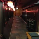 19789461 - エレベーターから店の入口迄の通路