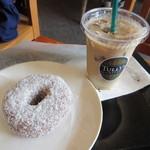 タリーズコーヒー - 豆乳バナナドーナツ、アイスカフェラテ