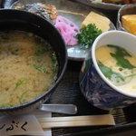 ぶんぶく - お昼膳のお味噌汁と茶碗蒸し。