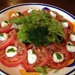 ガーリック - トマトとモッツァレラのサラダ