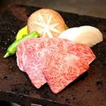 神戸特選和牛と野菜の溶岩焼