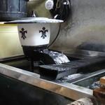川魚料理 はや幸 - 鰻の水槽