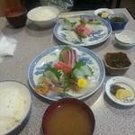 魚佐 - 刺身定食。