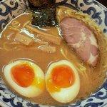 九段 斑鳩 - 煮玉子らー麺