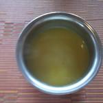 ビスターレビスターレ - 最初にスープが運ばれ ネパールレストラン ビスターレビスターレ 旭川店