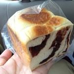 瑞穂野木村屋 - あんを練りこんだパン