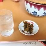 山小屋 - 料理写真:食べ放題の辛し高菜