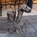 トラットリア・アルモ - 自転車乗ってるのは・・・何???(www