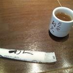 牛たん炭焼き 利久 - お茶とおしぼり