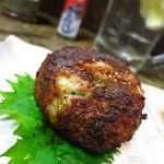 鳥勝 - ジャンボつくね(420円) 焼きあがるまでに20分を要する。