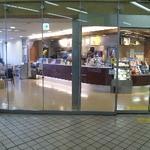 ドトールコーヒーショップ - 待合室とスペースを共有しています