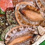 珊瑚礁 - ★【アカアワビ】、クロアワビより柔らかめの歯応えで旨みがあり、バター焼きには特にお勧め