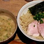 麺と心 7 - W白湯つけ麺