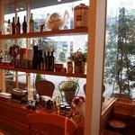 トラットリア・アルモ - 窓際の棚