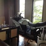 ニューハンダ - 店内にはマスターの趣味のバイクが