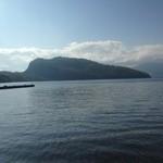 十和田家 - 駐車場から見える湖畔、景色が最高です