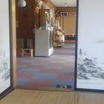 十和田家 - 店内は新しくはないけど、清潔感があって良い感じ