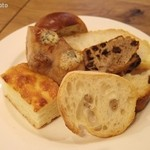 ポワンタージュ - スープ&キッシュプレートのパンの盛り合わせ