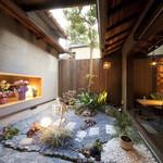 ひとはし - 古風な中庭