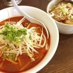 麺処 えんや - 辛味噌ラーメン2辛とミニチャーシュー丼(๑´ڡ`๑) 旨辛〜(๑¯◡¯๑)