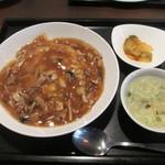 ザ・肉餃子 四川厨房 - フカヒレあんかけ炒飯