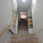 ザ・肉餃子 四川厨房 - 階段を上って3Fに