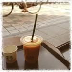 スターバックスコーヒー - 夏といえば… スタバのマンゴーパッションティ・フラペチーノ! 蒸し暑い午後、一息つきたい時には、ふらりと寄ってしまいます。 このマンゴー感は病みつきになります。