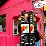 パイレーツ クレープ - ピンクの建物が目印☆ミ