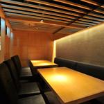 那古野 沢瀉食堂 - テーブル席は 個室空間 14名まで可