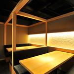 那古野 沢瀉食堂 - 奥の個室空間 4名×2テーブル