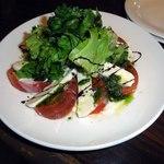 BiSTRO BOULEAU BLANC - トマトとモッツラレラァのカプレーゼ