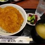 東大門 - わらじカツ丼(800円)