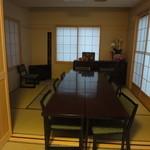 大政 - 奥にある個室。2部屋に分けることができる。