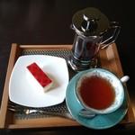 カフェ リエッコ - ランチに付いてくるデザートとドリンク(写真は紅茶)