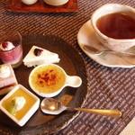 19843527 - ミニデザートとドリンク(紅茶)