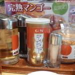 丸源ラーメン - テーブルにある調味料の1部