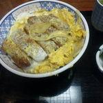 東島屋 - かつ丼(750円)