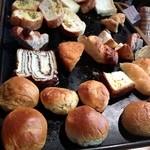 19846042 - 食べ放題の焼き立てパン